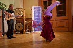 Laura tanzt mit Vater